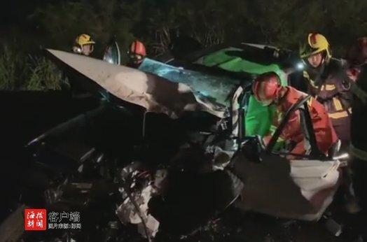 事发海口!越野车和小轿车相撞,女司机被困驾驶室多处受伤,现场惨烈…